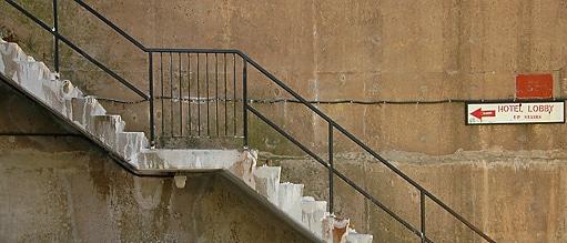 Stairsnocurve.jpg