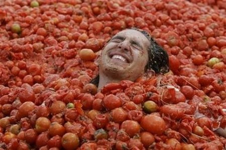 annual_tomato_fight_in_Colombia_1__1.jpg