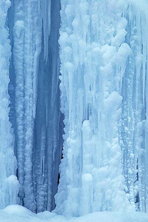 Frozen_waterfall.jpg